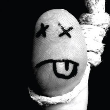Akasztott embert imitáló ujj kilógó nyelvvel