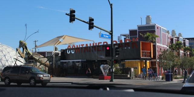 A Container Park bejárata - Vegas startup központja.